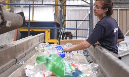 Más de 35 toneladas de botellas plásticas recicló Rapa Nui en 2018