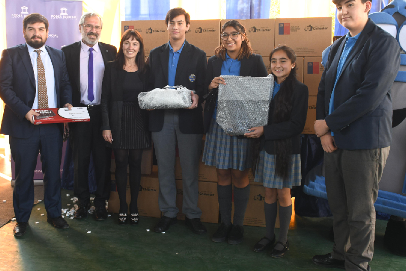 Poder Judicial y Fundación Chilenter donan equipos tecnológicos reacondicionados a colegio de Quinta Normal